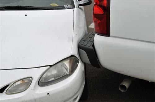 Car dash cam records parking damage